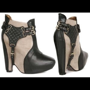 Brand New Sam Edelman Zoe Booties in Black/Almond